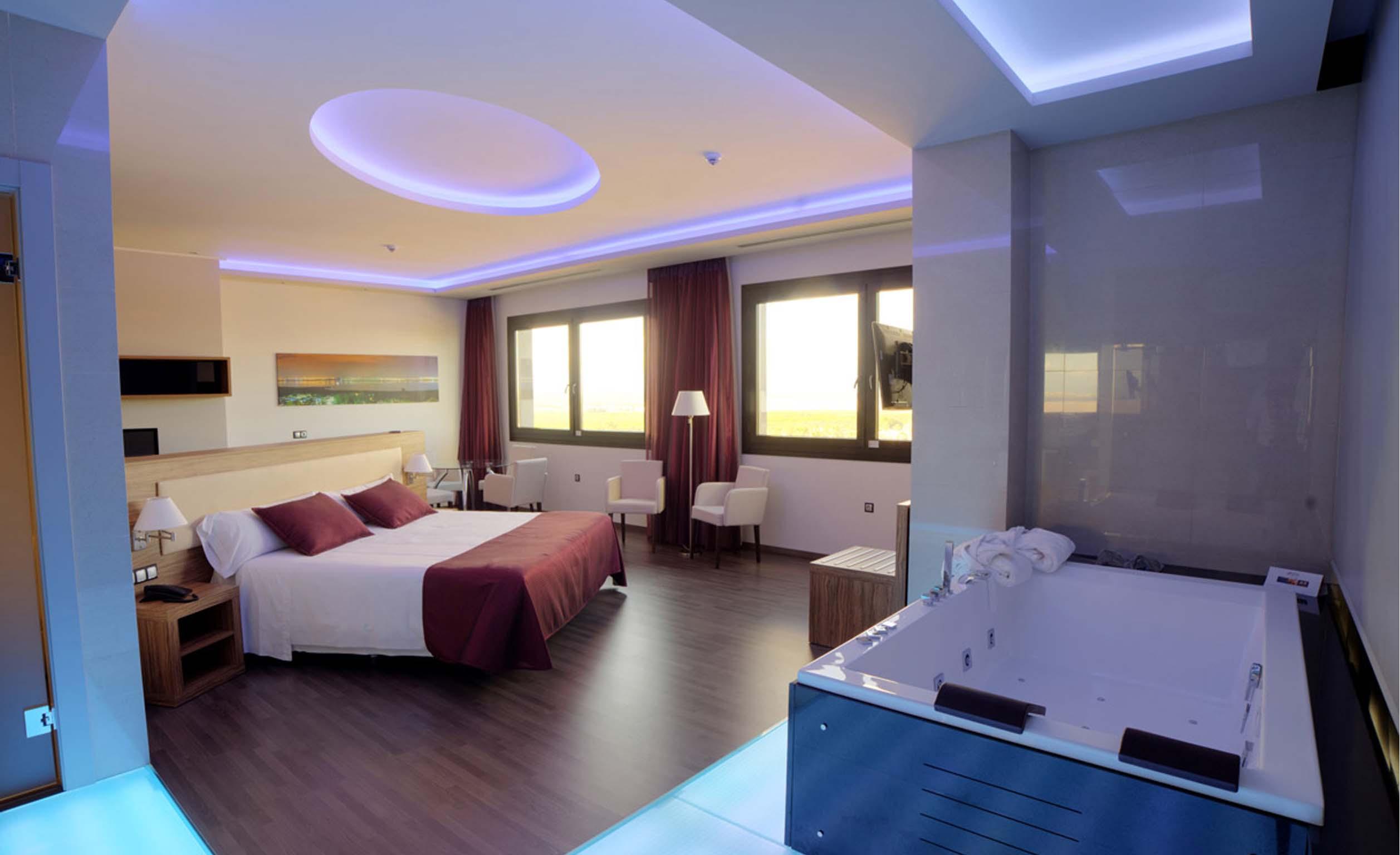 Mejor hotel en torrevieja 4 estrellas con spa costa for Descripcion de una habitacion de hotel